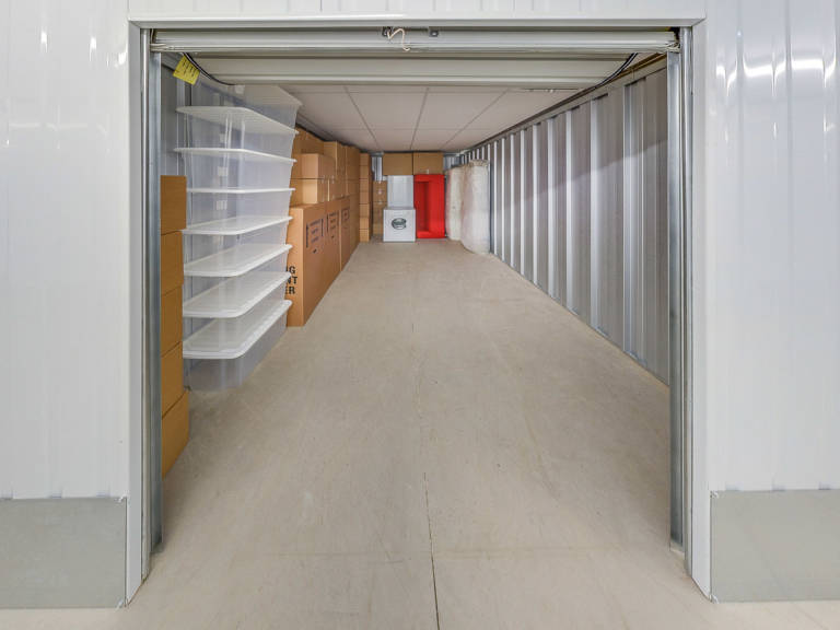 140 sq ft storage unit